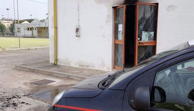 Ufficio In Fiamme : Fiamme distruggono ufficio di una società sportiva: è caccia ai
