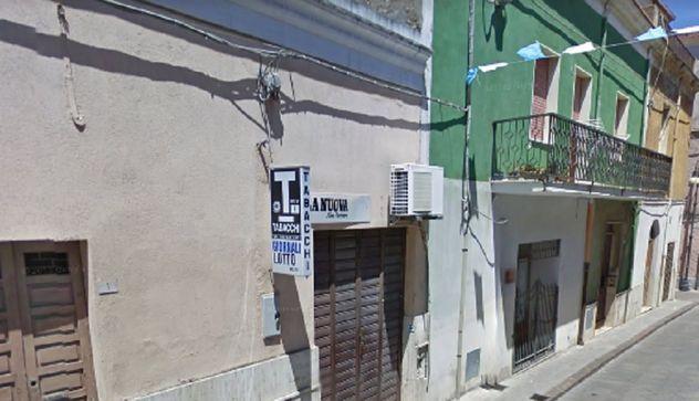 Rapina a mano armata in una tabaccheria di Sorso, accoltellato un cliente