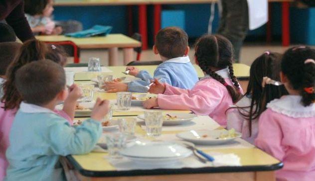 Cagliari: scarafaggio nella crocchetta di pesce servita ai bimbi della mensa scolastica