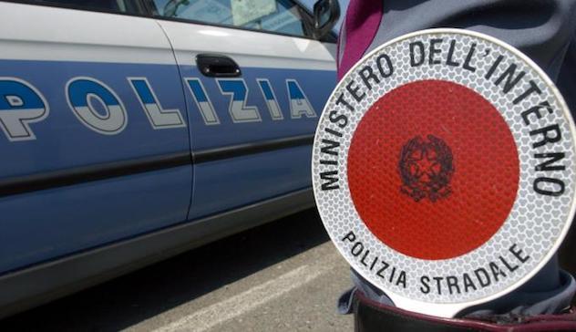 Inseguimento a Cagliari, auto sperona 'pantera' Polizia: due feriti