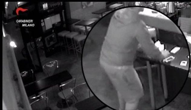 Drogata e violentata per ore dal branco, arrestati tre uomini a Milano