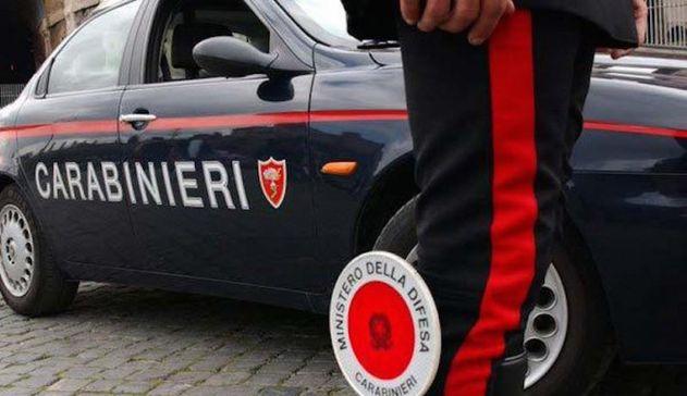 Pisa, un motociclista spara e ferisce 4 persone, poi scappa