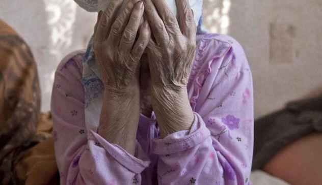 Ruba pensione ad anziana ipovedente