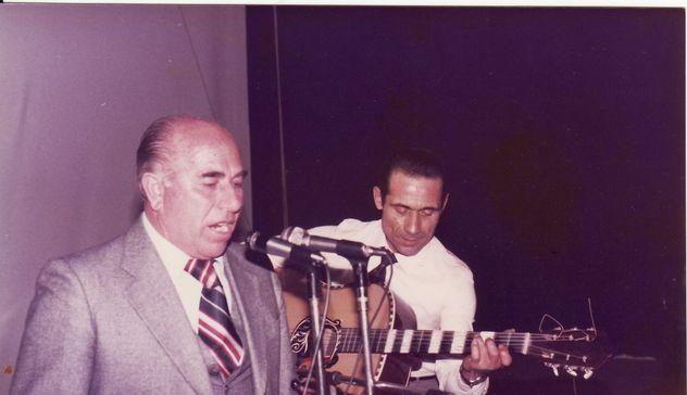 Il canto a chitarra piange Leonardo Cabizza