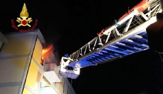 Incendio in un'abitazione: muore 25enne
