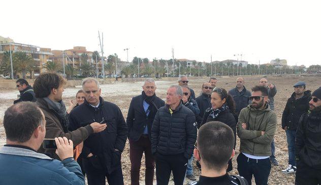 Posidonia. Mauro Pili: «Scempio ambientale sul litorale di Alghero. Intervenga la procura»