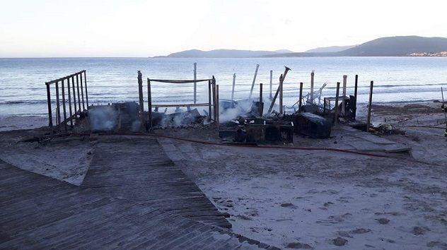 Distrutto dalle fiamme il chiosco La Conchiglia