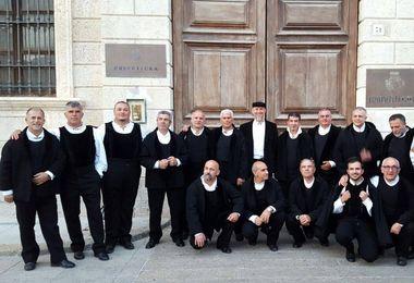 Mercatini, cori sardi, Gospel e spettacoli circensi per il Natale a Castelsardo