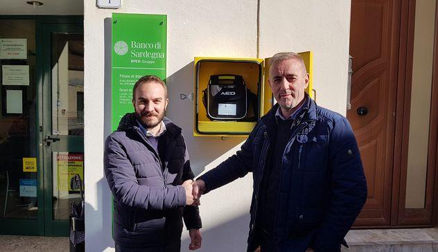 Siligo investe nella prevenzione: installato un defibrillatore in Piazza Pertini