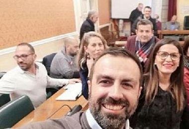 Cittadinanza onoraria a Gigi Riva, Meo Sacchetti e Osvaldo Bevilacqua. L'opposizione non partecipa al voto