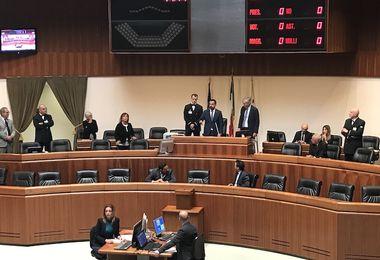 """Il Presidente del Consiglio Michele Pais (Lega) usa il campanaccio in Aula: """"E' necessario ricordare la battaglia dei pastori"""""""