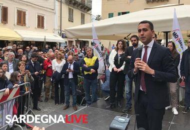 Di Maio ad Alghero incontra i sostenitori del M5s, con lui la fidanzata Virginia