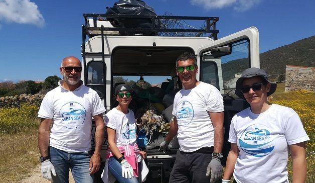 """""""Stop ai rifiuti nei mari"""", dall'Asinara l'appello di studenti e volontari"""