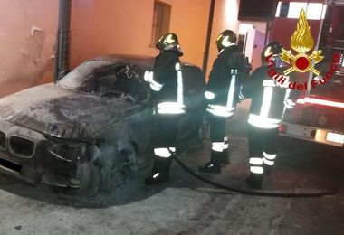 Incendiata l'auto di un carabiniere. IL VIDEO