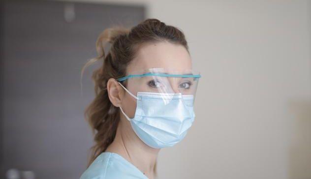 Mascherine, l'uso prolungato provoca irritazioni, funghi, acne e dermatiti sul viso