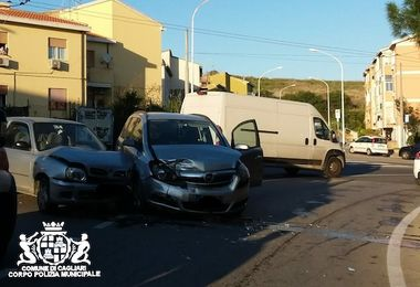 Cagliari. Incidente a Is Mirrionis, due donne in ospedale